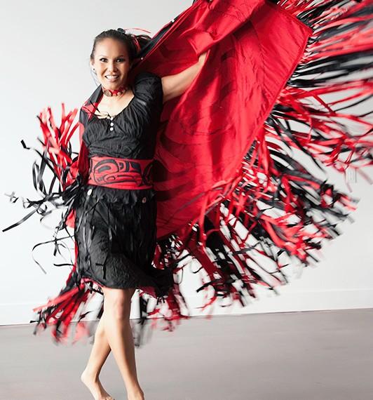 Vancouver Photographer Lindsey Donovan Portrait Photography aboriginal dancer