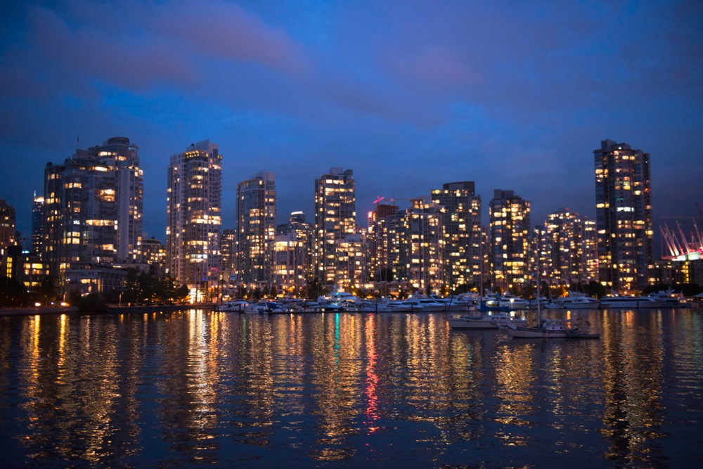 Vancouver-photographer-Lindsey-Donovan-Vancouver-skyline